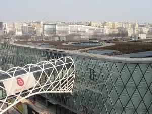 Au sommet du centre commercial de Beaugrenelle, 7000 m2 de toiture végétalisée ont été in